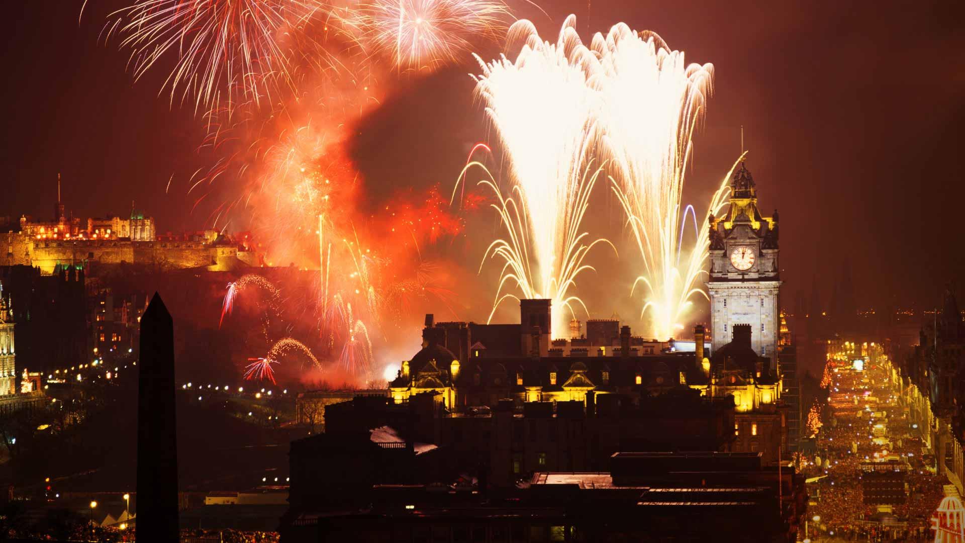2013-12-30_EN-GB9204888925_Hogmanay-Party-in-Princes-Street-Edinburgh-Scotland-UK_1920x1080