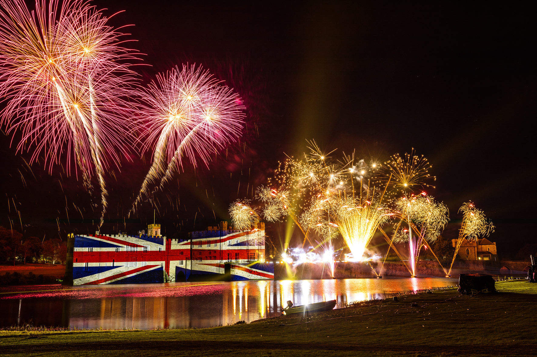 leeds-castle-fireworks-uk-1508336157