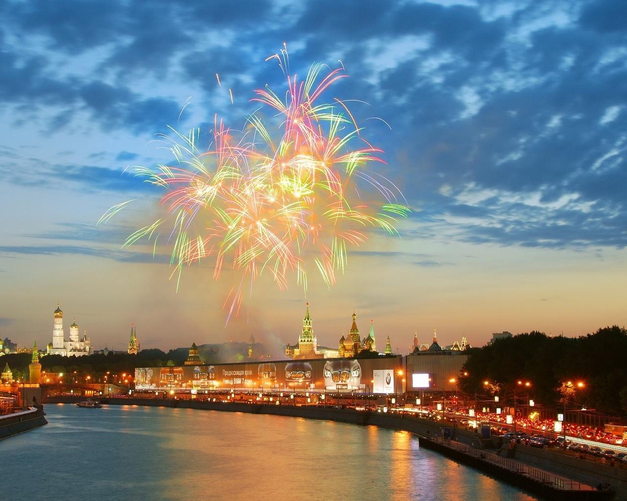 river_fireworks_kremlin_moscow_13749_1280x1024