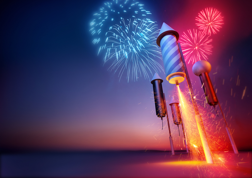 Fireworks_rockets_foreground