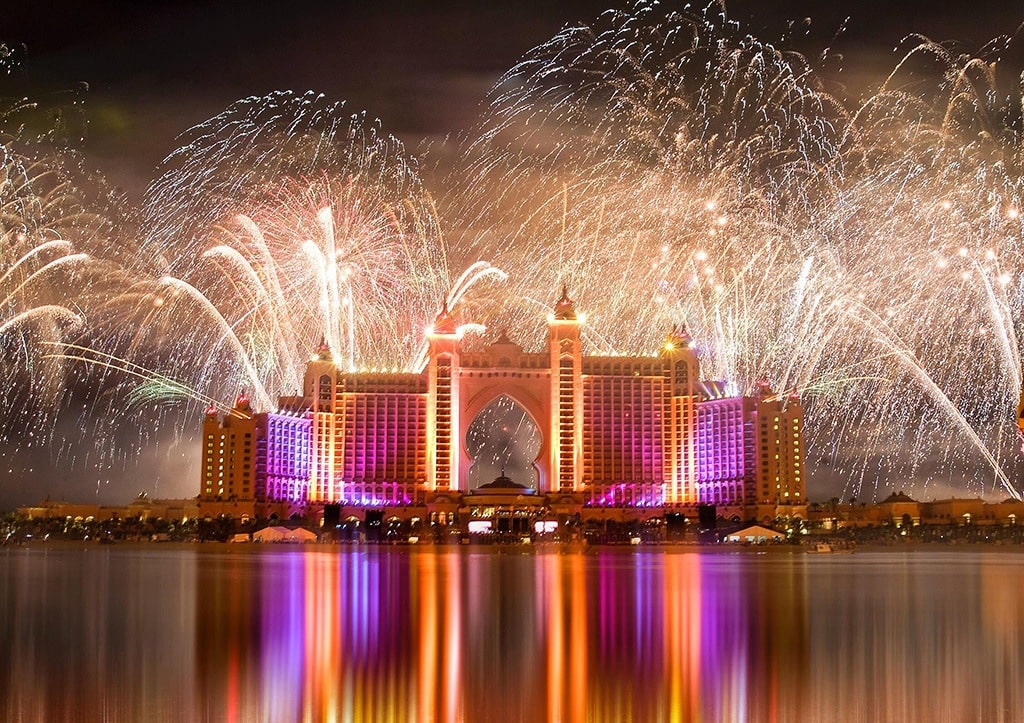 fireworks-show-at-the-palm-jumeirah-min